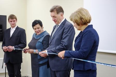 Atidaryti du modernūs sektoriniai praktinio mokymo centrai.