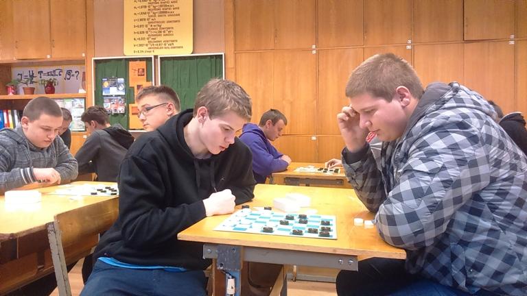 Mokykloje įvyko moksleivių šaškių ir šachmatų turnyras