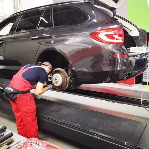 Mūsų mokinys ant 2021 metų Jaunojo automechaniko konkurso pakylos!